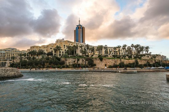 Hilton Malta: View of the Hotel from outside