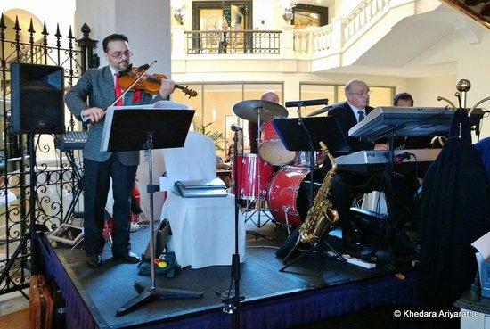 Hilton Malta: Xmas day band