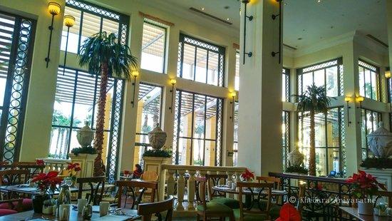 Hilton Malta: Dining hall