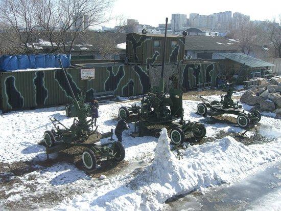 Vladivostok Fortress: Даже дорожку ото льда не могут почистить