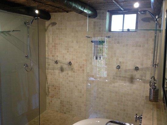 Augusta de Mist Country House: Badezimmer mit Doppeldusche!