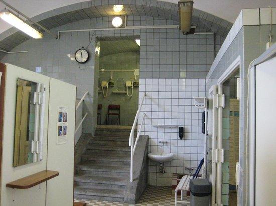 Rudas Baths: BAGNI RUDAS - SPOGLIATOIO LATO PISCINA