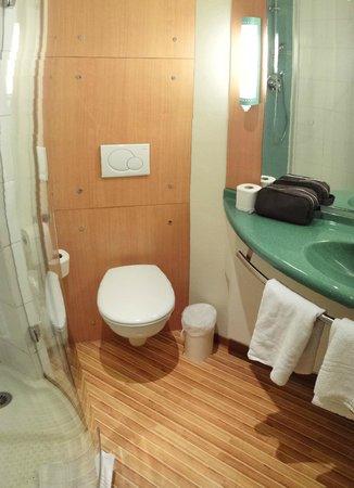 Ibis Colmar Centre : Salle d'eau
