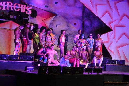 Occidental Caribe : circo en el teatro