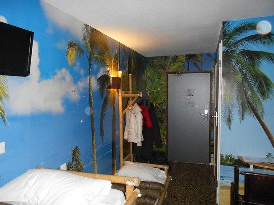 Hotel Jules Verne Futuroscope : chambre safari