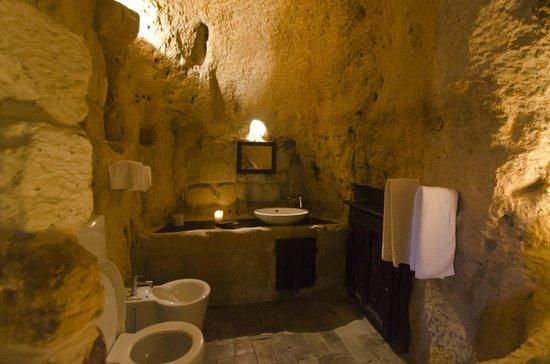Sextantio Le Grotte della Civita : The bathroom!