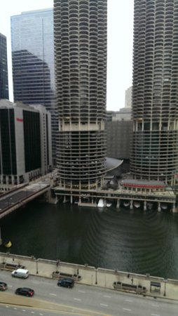 Renaissance Chicago Downtown Hotel: Directly across from 'corncob' buildings
