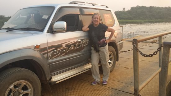 Paraa Safari Lodge: Car ferry to cross the Victoria Nile to reach Paraa Lodge