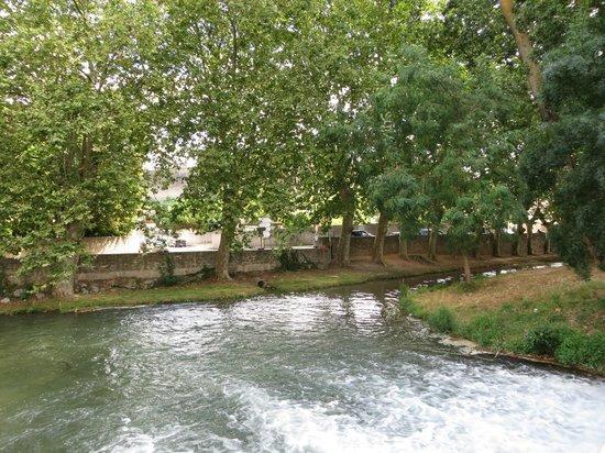 Les Palmiers De La Cite: View from the bridge near the B and B.