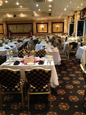 Hallmark Chester The Queen, BW Premier Collection: before the guests arrived