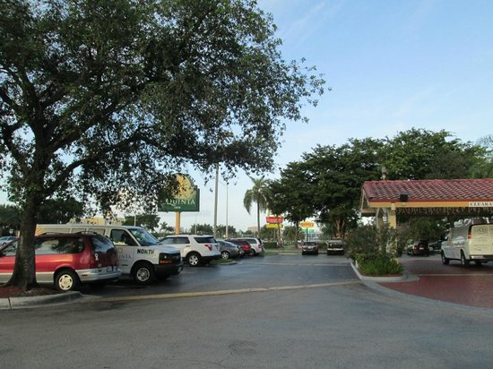 La Quinta Inn Miami Airport North: Entrada do Hotel