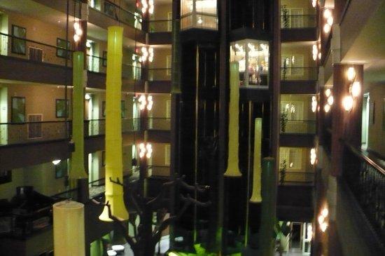 Holiday Inn Hotel & Suites - Ocala Conference Center: Atrium, looking toward elevators