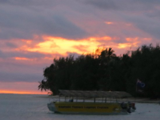 Pacific Resort Rarotonga : The sun goes down on another perfect C.I. day.