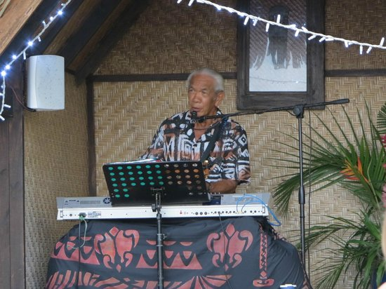 Pacific Resort Rarotonga : Rudy Aquino has played for many greats, including JFK in the White House!