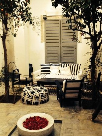 Dar Kawa Riad : courtyard lounging