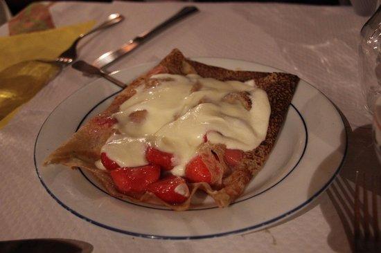 A la Cote Bretonne : Strawberries and Creme Crepe