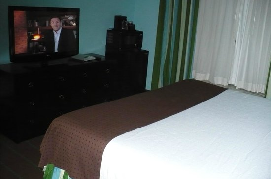 Holiday Inn Hotel & Suites - Ocala Conference Center: Microwave, refrigerator in room