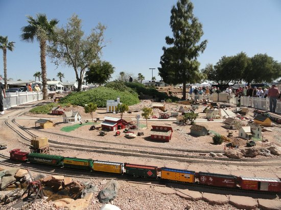 Valle Del Oro RV Resort: GardenRailroad