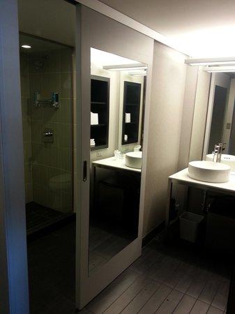 Aloft Tucson University: Aloft - Shower area