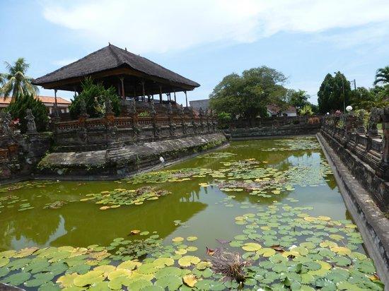 Klungkung Temple: lotos