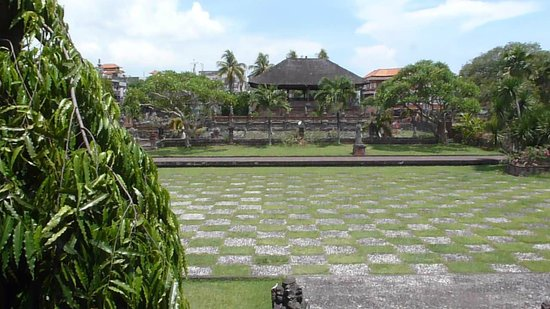 Klungkung Temple: patio central