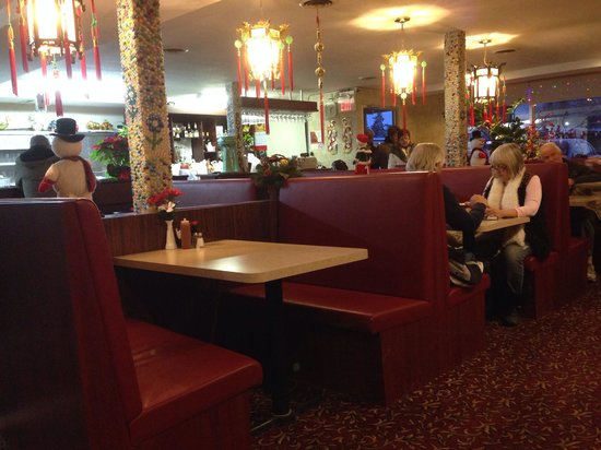 Royal Oak Restaurant: Best Chinese food in town.