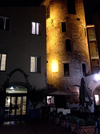 Hotel Brunelleschi: courtyard