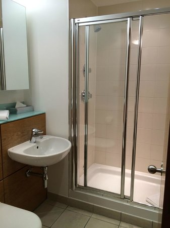 The King`s Wardrobe Serviced Apartments by BridgeStreet: Bathroom