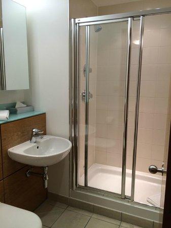 The King's Wardrobe Serviced Apartments by BridgeStreet : Bathroom