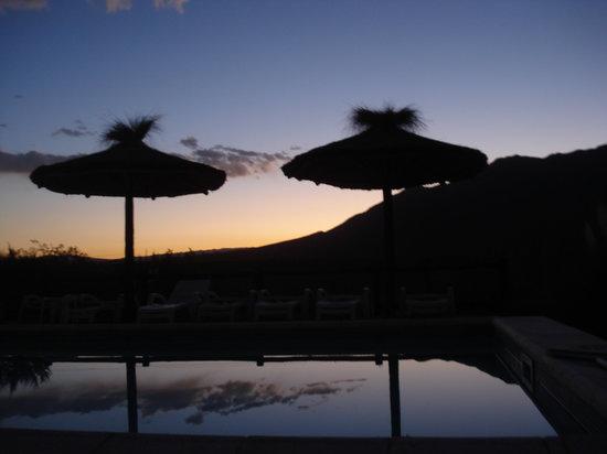 Casona y Cabanas Rio Mendoza: Atardecer en la Piscina
