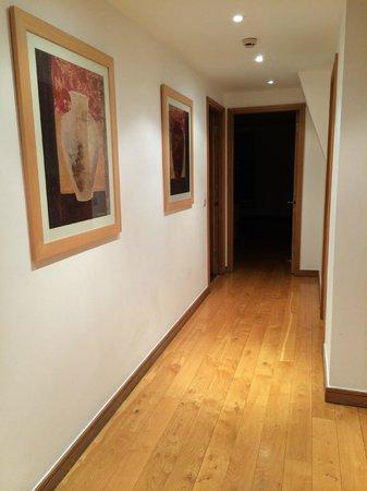 The King's Wardrobe Serviced Apartments by BridgeStreet : Hallway