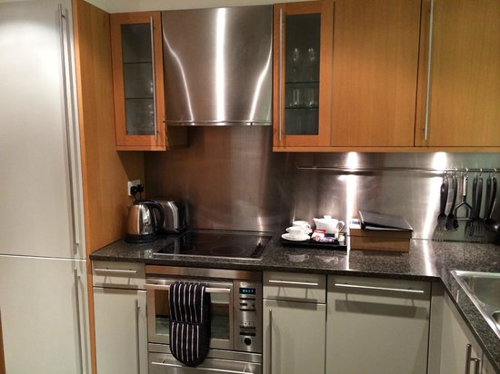 The King`s Wardrobe Serviced Apartments by BridgeStreet : Kitchen