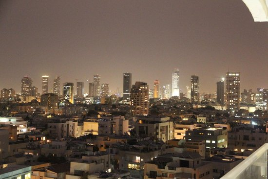Crowne Plaza Tel Aviv Beach: Night view from my room