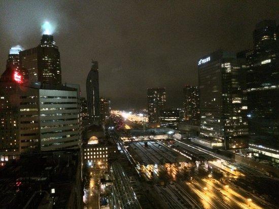 InterContinental Toronto Centre: Nightview of Union Station