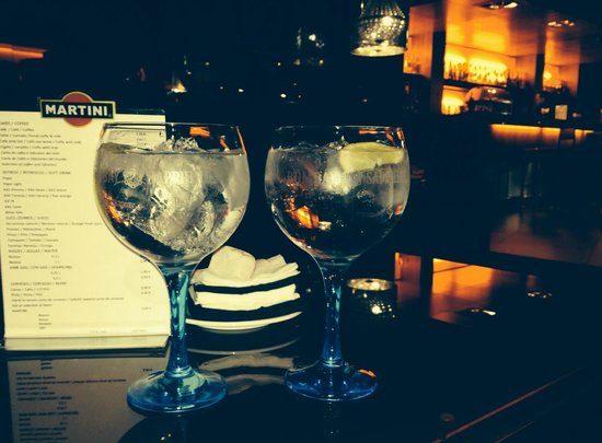 Hotel Fira Congress : 2 g&ts at the hotel bar