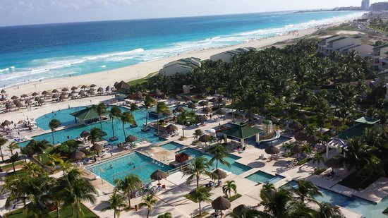 Iberostar Cancun : View form the 6th floor room, pools and villas