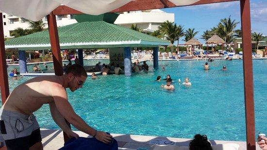 Iberostar Cancun : Swin up bar
