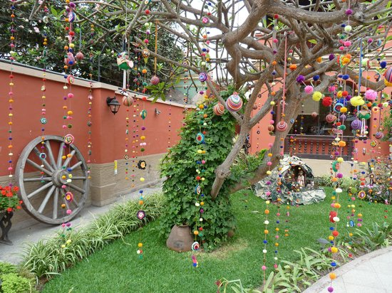 Antigua Miraflores Hotel: Front courtyard