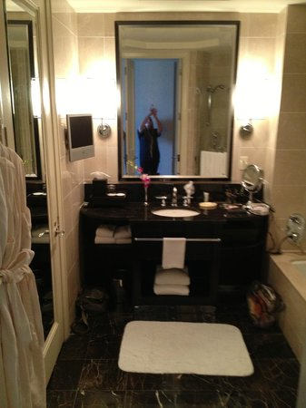 Mandarin Oriental, New York: Spacious bathrooms