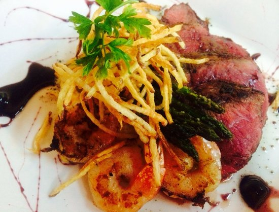 Cafe Azalea: Petite sirloin steak, shrimp, cheddar cheese black pepper risotto, asparagus and a port wine red