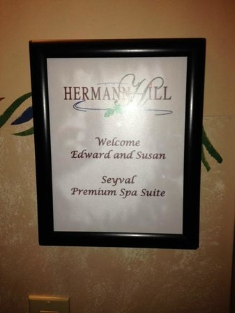 Hermann Hill Vineyard Inn & Spa and River Bluff Cottages : Sign that is outside of our room