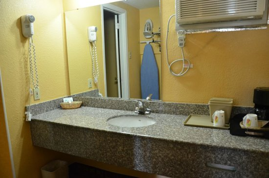 Americas Best Value Inn- Stuttgart: Vanity with Hair Dryer & Iron & Ironing Board