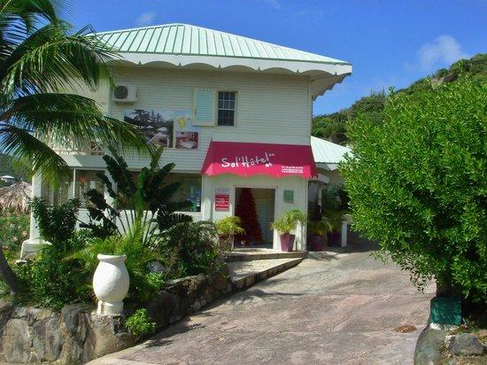 Sol Hotel: Street view