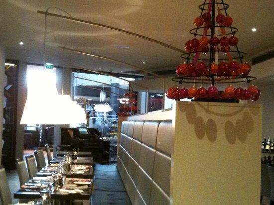 Hilton Strasbourg: Salle, banquette et décor de Noël