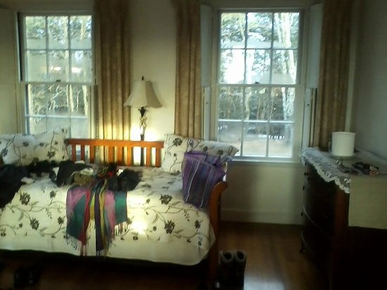 Poetry Ridge Bed and Breakfast: Daybed