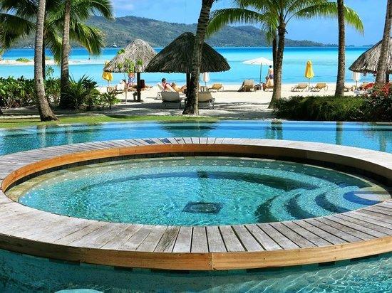 Four Seasons Resort Bora Bora: Pool area