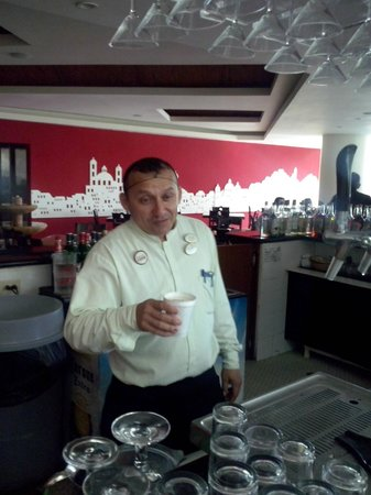Ocean Spa Hotel: Barman Julio