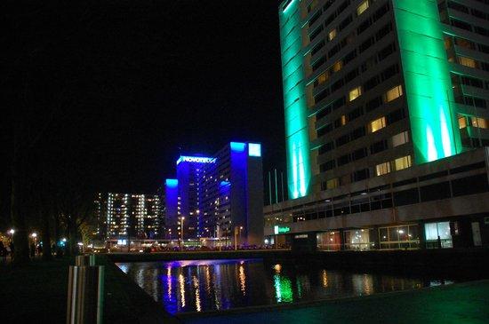 Novotel Amsterdam City: Hotel surrounding