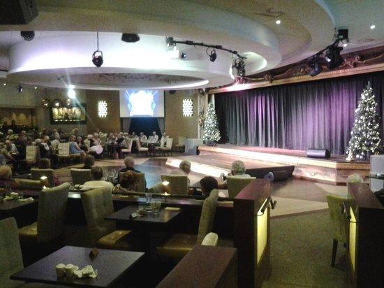 Warner Leisure Hotels Alvaston Hall Hotel: the new cabaret diner.