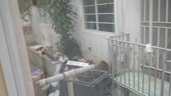 Geneva Hotel & Suites : Trash outside my window
